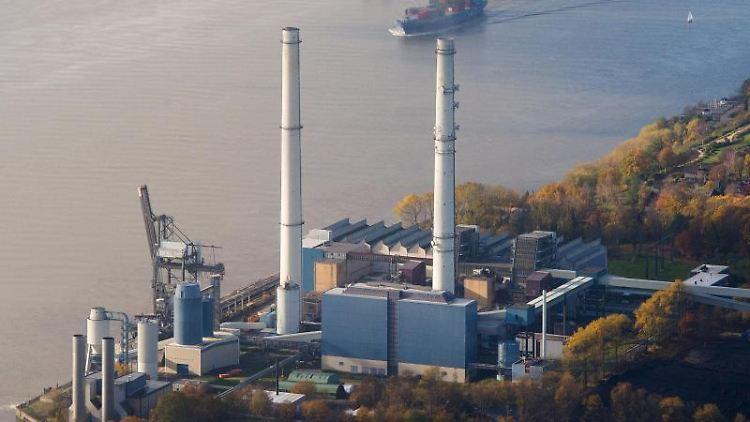 Blick auf das Heizkraftwerk Wedel an der Elbe. Foto: picture alliance / dpa/Archivbild