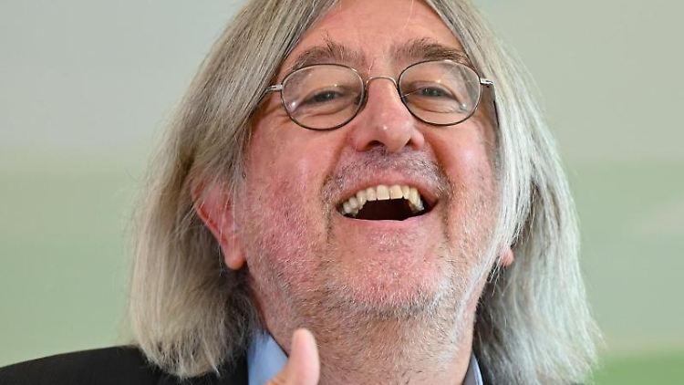 Der wiedergewählter Vorsitzender Bernhard Braun. Foto: Arne Dedert/dpa
