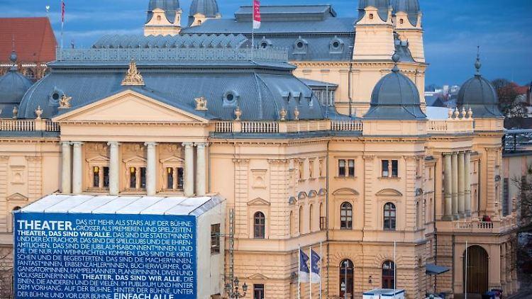 Das Große Haus des Mecklenburgischen Staatstheaters. Foto: Jens Büttner/dpa-Zentralbild/ZB/archivbild