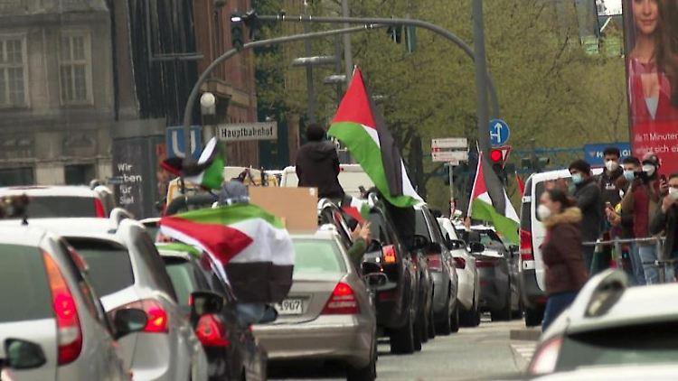 Autokorso von Unterstützern eines freien Palästinas inSt. Georg. Foto: Steven Hutchings/TNN/dpa
