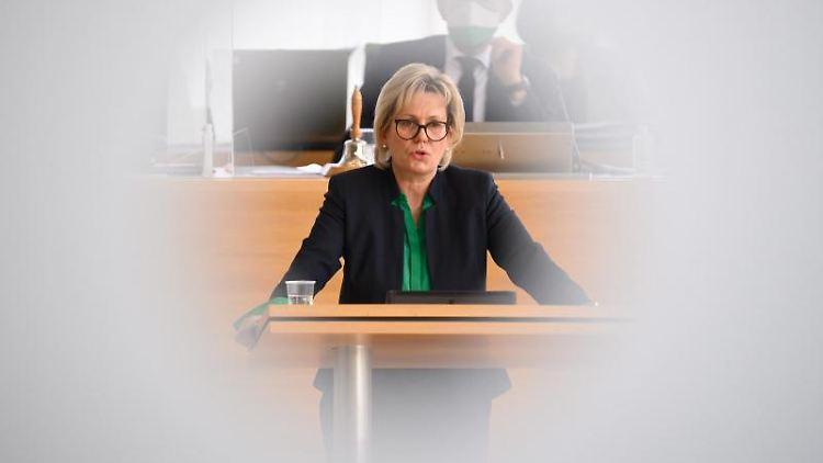 Barbara Klepsch spricht im sächsischen Landtag. Foto: Robert Michael/dpa-Zentralbild/dpa/Archivbild