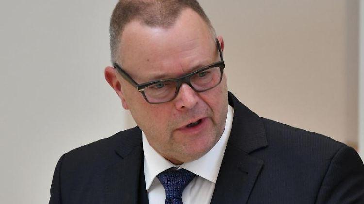 Michael Stübgen (CDU), Minister des Innern, spricht. Foto: Bernd Settnik/dpa/Archivbild