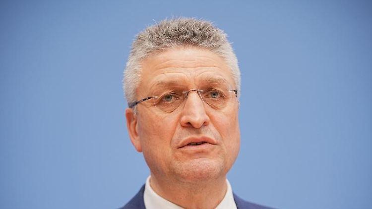 Lothar Wieler, Präsident des Robert Koch-Instituts (RKI) , spricht. Foto: Michael Kappeler/dpa/Archivbild