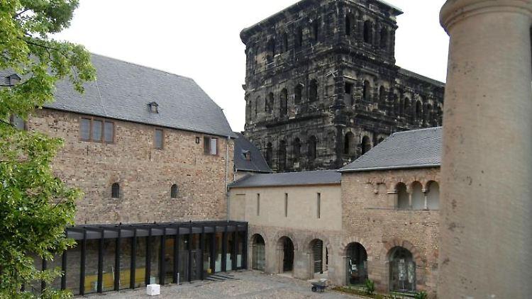 Blick vom Kreuzgang auf das neu gestaltete städtische Museum Simeonstift in Trier. Foto: picture alliance / dpa/Archivbild
