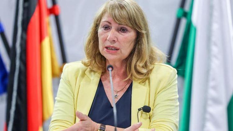 Petra Köpping (SPD), Gesundheitsministerin von Sachsen, spricht auf einer Pressekonferenz. Foto: Jan Woitas/dpa-Zentralbild/dpa/Archivbild