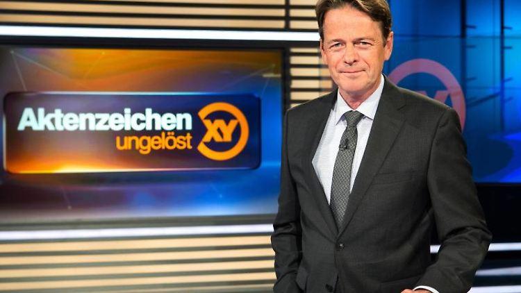 ZDF-Moderator Rudi Cerne im Studio der Sendung