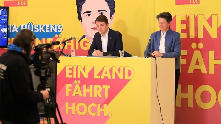 Marcus Faber, Landesvorsitzender der FDP, und Lydia Hüskens, stellvertretende Landesvorsitzende. Foto: Peter Gercke/dpa-Zentralbild/dpa/Archiv