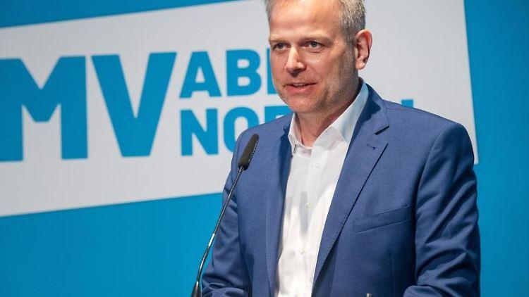 Leif-Erik Holm, Landessprecher Mecklenburg-Vorpommern der AfD, spricht. Foto: Stefan Sauer/dpa/Archivbild