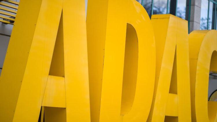 Der Schriftzug des Automobilclubs ADAC. Foto: Daniel Karmann/dpa