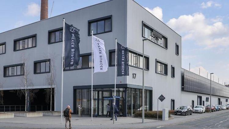 Der Sitz des Solarmodul-Herstellers Meyer Burger. Foto: Jan Woitas/dpa-Zentralbild/dpa