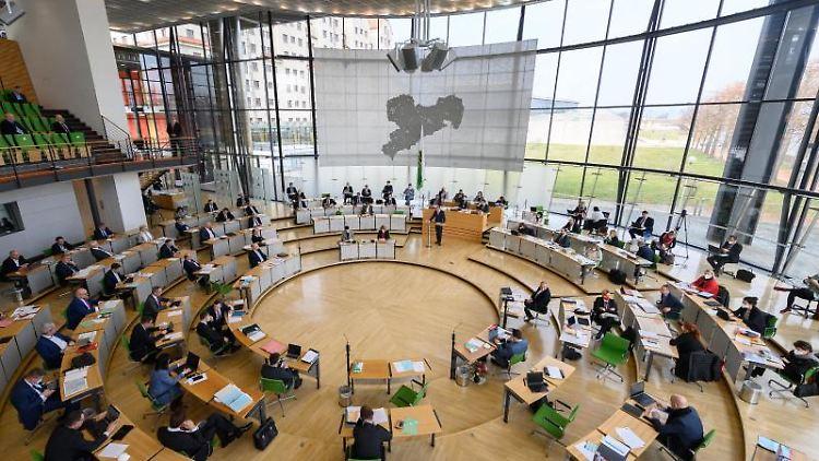 Blick in den Plenarsaal während der Sitzung des Sächsischen Landtages. Foto: Robert Michael/dpa-Zentralbild/dpa/Archivbild