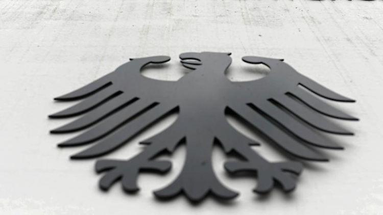 Ein Bundesadler mit dem Schriftzug Bundesgerichtshof. Foto: Uli Deck/dpa/Symbolbild