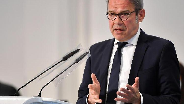 Georg Maier (SPD), Innenminister von Thüringen, spricht. Foto: Martin Schutt/dpa-Zentralbild/dpa
