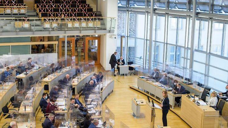 Blick in den Plenarsaal des Landtags von Sachsen-Anhalt. Foto: Klaus-Dietmar Gabbert/dpa-Zentralbild/dpa