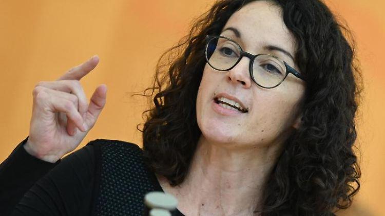 Angela Dorn (Bündnis 90/Die Grünen) spricht im hessischen Landtag. Foto: Arne Dedert/dpa/Archivbild
