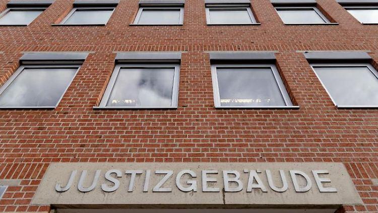 Blick auf das Land- und Amtsgericht Landshut. Foto: Armin Weigel/dpa/Archiv