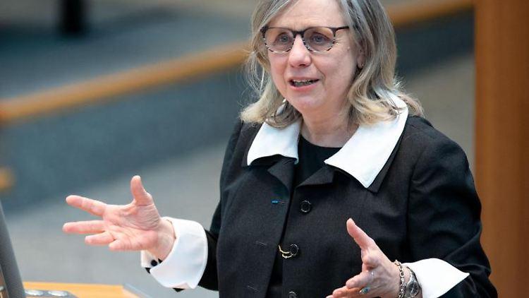 Barbara Dauner-Lieb spricht im Landtag von NRW. Foto: Marius Becker/dpa
