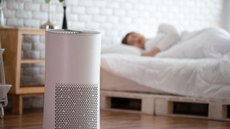 Ein mobiles Klimagerät hält im Sommer die Innenräume kühl. Wir stellen gute Geräte vor.