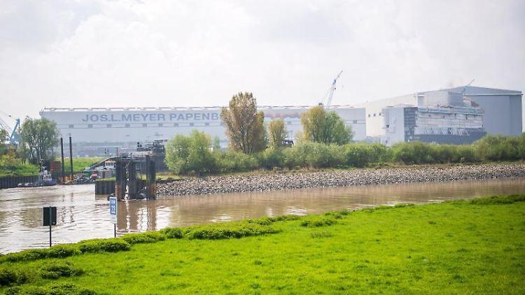 Die Meyer-Werft in Papenburg. Foto: Sina Schuldt/dpa/Archivbild