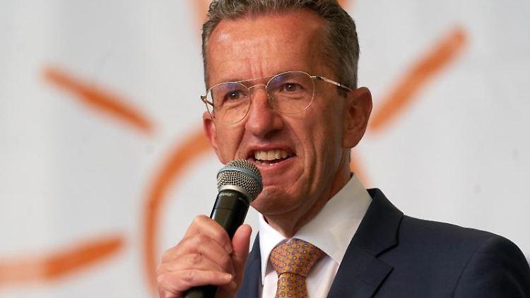 Joachim Streit, Fraktionsvorsitzender der Freien Wähler im Landtag von Rheinland-Pfalz, spricht. Foto: Thomas Frey/dpa
