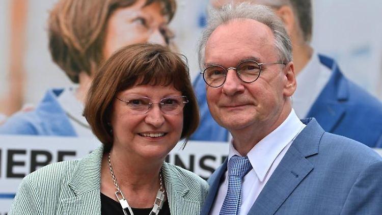 Reiner Haseloff (CDU), Ministerpräsident von Sachsen-Anhalt und seine Ehefrau Gabriele. Foto: Bernd Von Jutrczenka/dpa/Archivbild