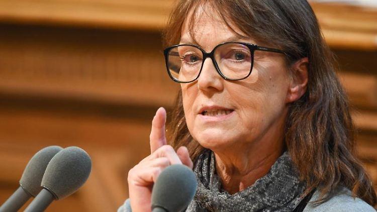 Sabine Boeddinghaus, Vorsitzende der Fraktion Die Linke, spricht. Foto: picture alliance / Christophe Gateau/dpa