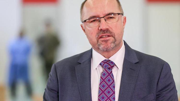 Steffen Zenner (CDU), Bürgermeister von Plauen, schaut in die Kamera. Foto: Jan Woitas/dpa-Zentralbild/dpa