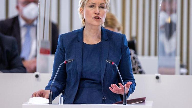 Manuela Schwesig (SPD) im Landtag. Foto: Jens Büttner/dpa-Zentralbild/dpa/Archivbild