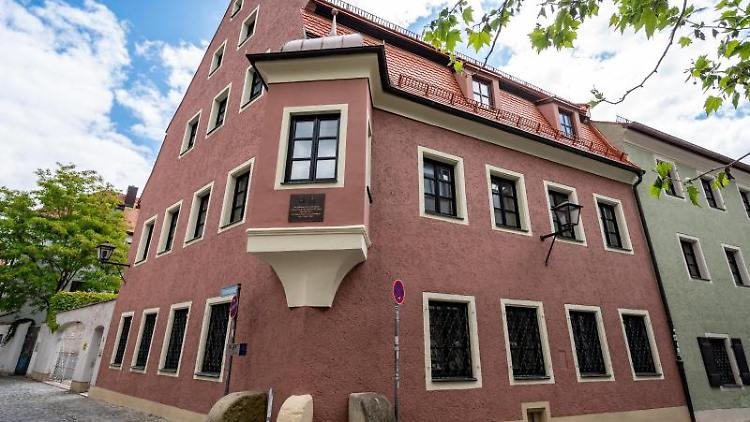 Das ehemalige Wohnhaus von Georg Ratzinger. Foto: Armin Weigel/dpa/Archivbild