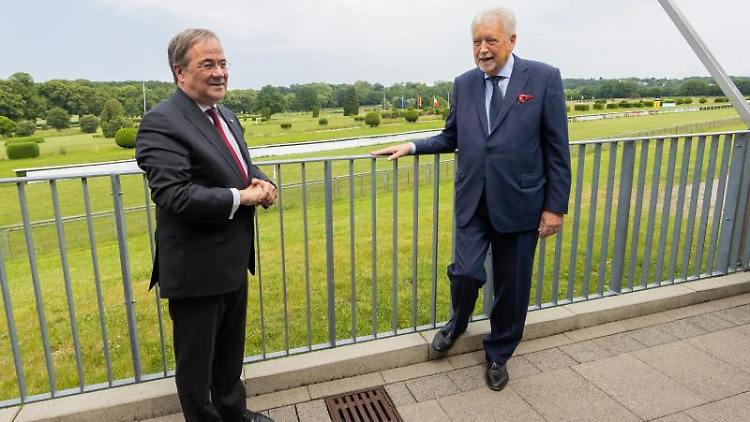 Armin Laschet (l), Ministerpräsident von Nordrhein-Westfalen. Foto: Rolf Vennenbernd/dpa