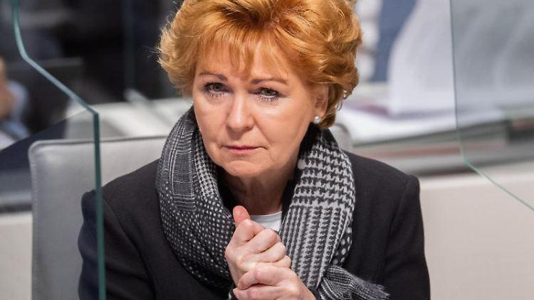 Barbara Havliza (CDU), Justizministerin von Niedersachsen, sitzt im Landtag. Foto: Julian Stratenschulte/dpa/Archivbild