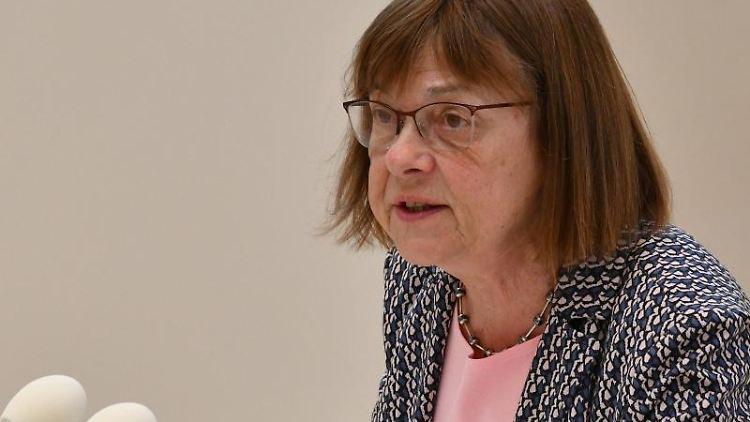 Ursula Nonnemacher spricht imBrandenburgerLandtag. Foto: Bernd Settnik/dpa