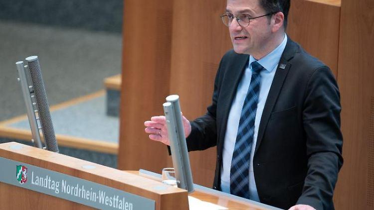 Thomas Kutschaty, SPD-Fraktionsvorsitzender, spricht im Landtag. Foto: Federico Gambarini/dpa