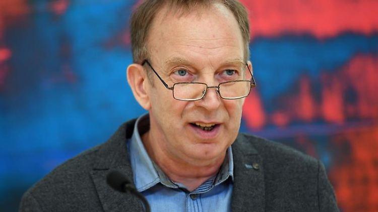 Der Berliner Landesbeauftragte für die Stasi-Unterlagen, Tom Sello, spricht. Foto: Britta Pedersen/ZB/dpa/Archivbild