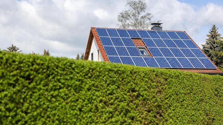 Einfamilienhaus mit Solarzellen. Foto: Jan Woitas/dpa-Zentralbild/dpa/Symbolbild