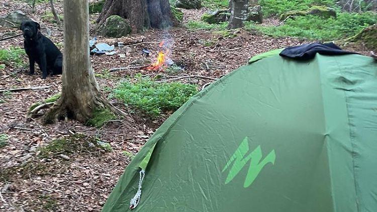 Ein Zelt ist im Nationalpark Bayerischer Wald aufgebaut. Foto: Nationalparkwacht Bayerischer Wald/dpa/archivbild