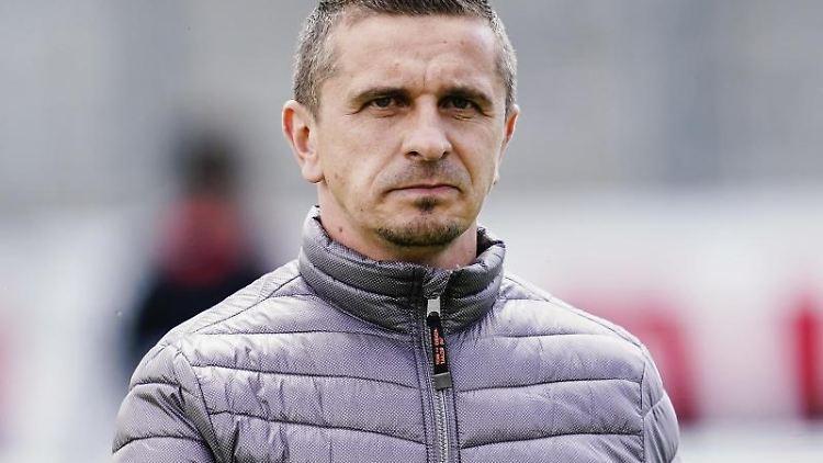 Trainer Mersad Selimbegovic. Foto: Uwe Anspach/dpa/Archivbild