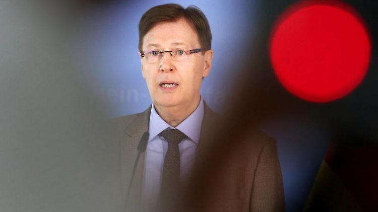 Peter Biesenbach (CDU), nordrhein-westfälischer Justizminister. Foto: Roland Weihrauch/dpa/Archivbild