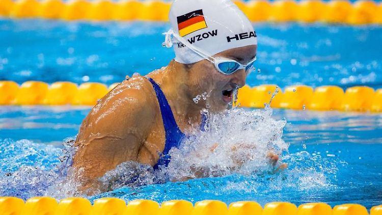 Schwimmerin Elena Krawzow im Becken. Foto: Jens Büttner/dpa-Zentralbild/dpa/Archivbild