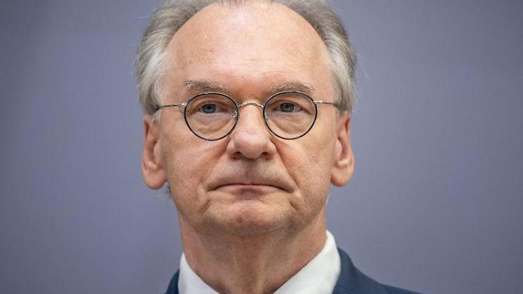 Reiner Haseloff (CDU) bei einer Pressekonferenz. Foto: Michael Kappeler/dpa/Archivbild