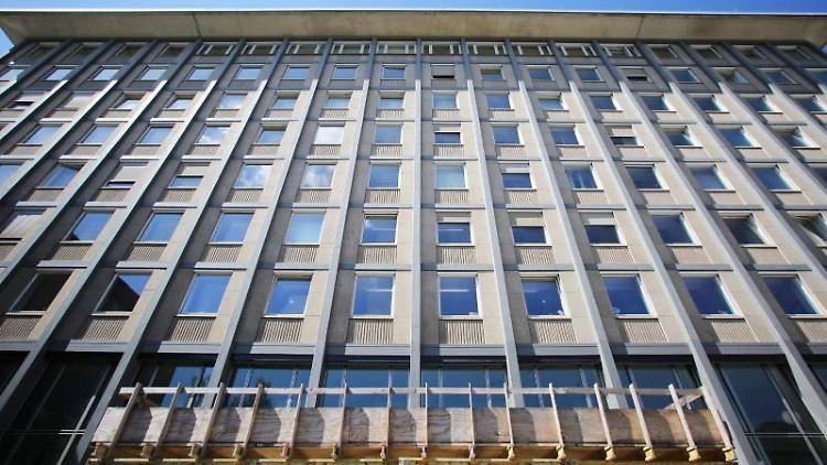 Die Fassade des Landgerichts in der Innenstadt. Foto: Fredrik von Erichsen/dpa/Archivbild