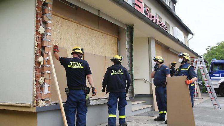 Bei einer Geldautomatensprengung wurde ein Haus in Sprockhövel mit einer Sparkassenfiliale verwüstet. Foto: Polizei Ennepe-Ruhr-Kreis
