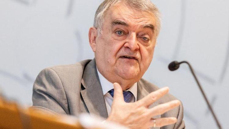 Herbert Reul (CDU), Innenminister von Nordrhein-Westfalen. Foto: Marcel Kusch/dpa/Archivbild