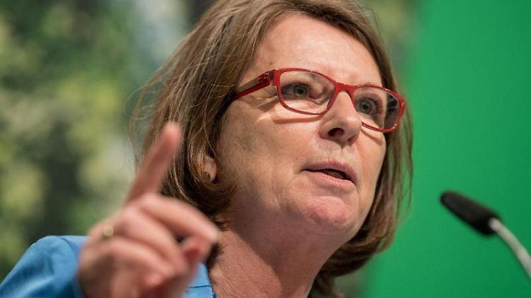 Priska Hinz (Die Grünen)spricht. Foto: Fabian Sommer/dpa/Archivbild
