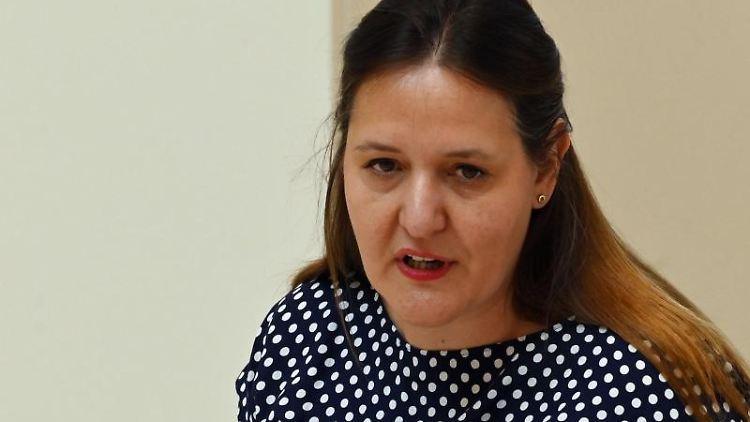 Manja Schüle (SPD), Ministerin für Wissenschaft, Forschung und Kultur des Landes Brandenburg, spricht. Foto: Bernd Settnik/dpa