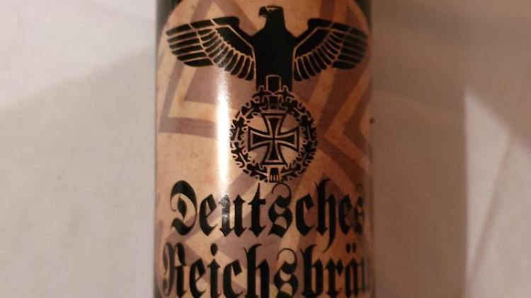 Eine Bierflasche mit der Aufschrift