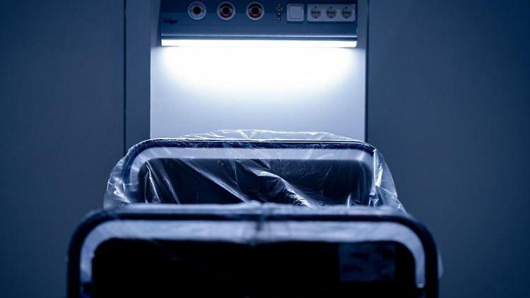 Ein Krankenhausbett zur Behandlung von Corona-Patienten. Foto: Peter Steffen/dpa/Symbolbild