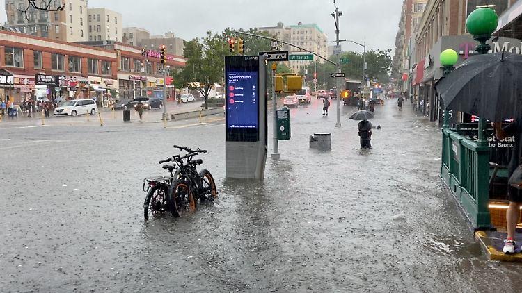 2021-07-09T011743Z_407173375_RC2PGO91DWD8_RTRMADP_3_USA-WEATHER-NEWYORK-FLOODING.JPG