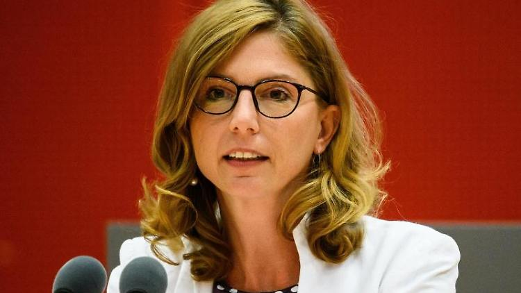 Sabine Bätzing-Lichtenthäler (SPD) spricht imLandtag. Foto: Andreas Arnold/dpa/Archivbild