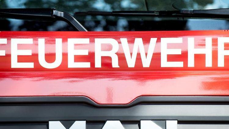Ein Löschfahrzeug der Feuerwehr. Foto: Hauke-Christian Dittrich/dpa/Symbolbild/Archiv